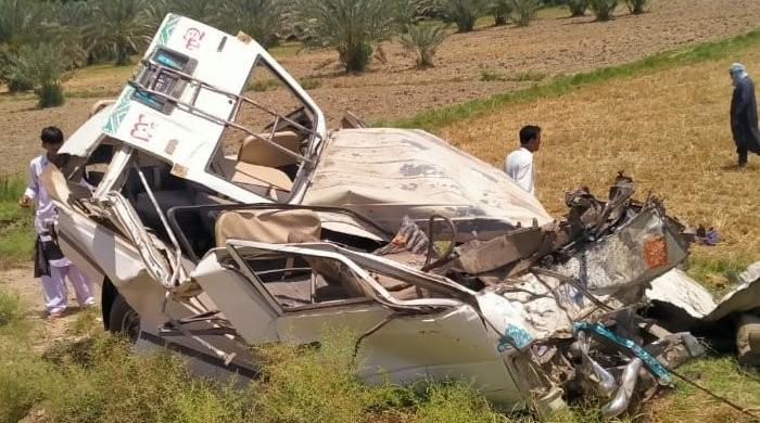 12 killed, 8 injured in traffic accident near Khairpur