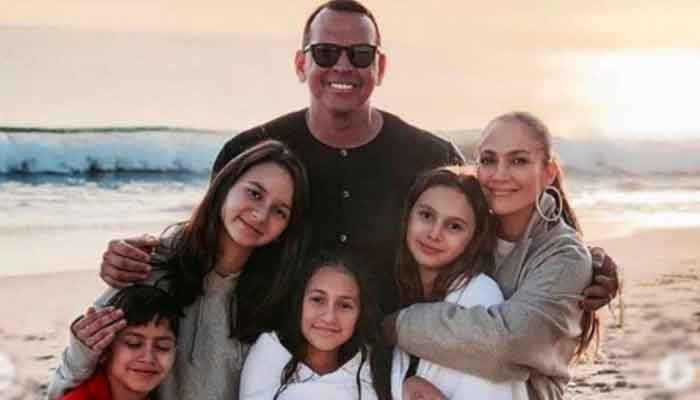 Jennifer Lopez feels about Alex Rodriguezs kids - Geo News