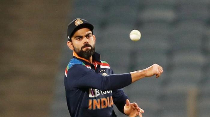 Virat Kohli becomes first batsman to score 6,000 IPL runs