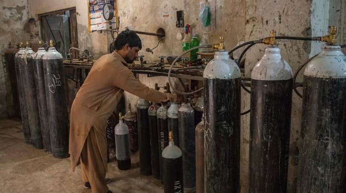 Peshawar hospitals forced to increase oxygen storage capacity amid rise in COVID-19 patients