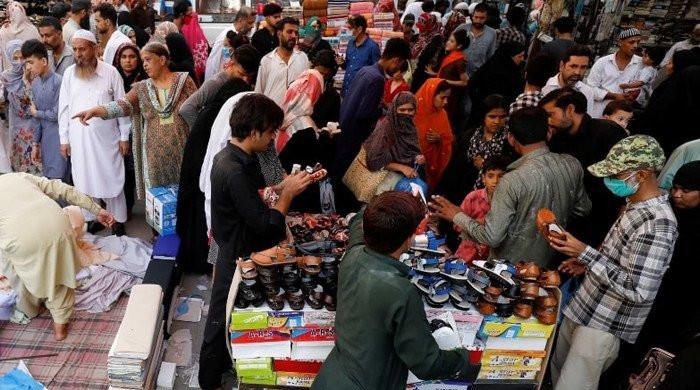 Defying COVID-19 protocols, Pakistani traders vow to keep businesses running till chand raat