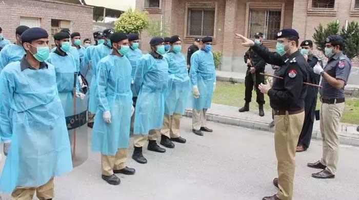 Hundreds of KP police personnel get COVID-19 but force still not fully vaccinated