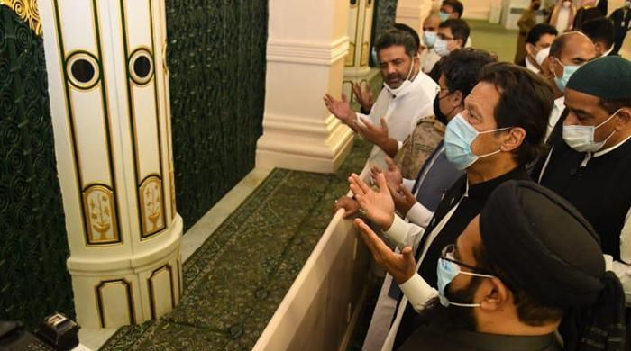 PM Imran Khan pays respects at Roza-e-Rasool (PBUH) in Madinah