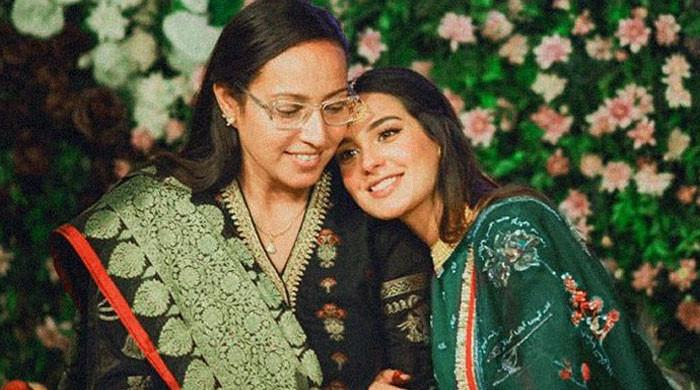 Iqra Aziz shares a heartfelt note for mom on Mother's Day