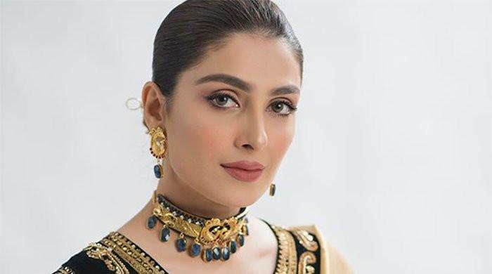 Ayeza Khan gives glimpse of busy life in stardom