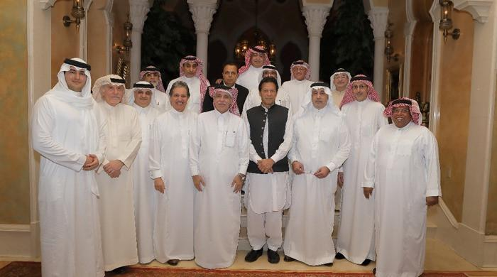 PM Imran Khan attends dinner hosted by businessman in Jeddah