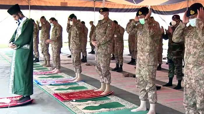 Pakistan Army chief offers Eid prayers with troops at LoC