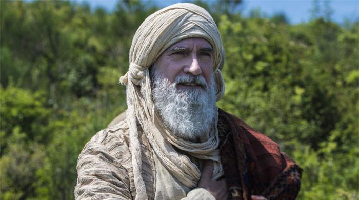 'Ertugrul' star Osman Soykut prays for peace in Palestine