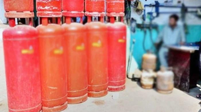 Price for domestic LPG cylinders goes up by Rs5