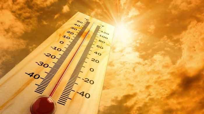 Lahore sizzles as mercury hits 43°C; citizens advised to remain indoors