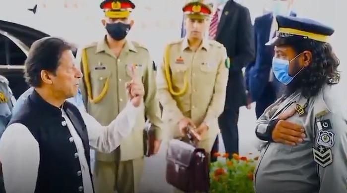 Watch: PM appreciates Islamabad traffic cop for performing duty despite being injured