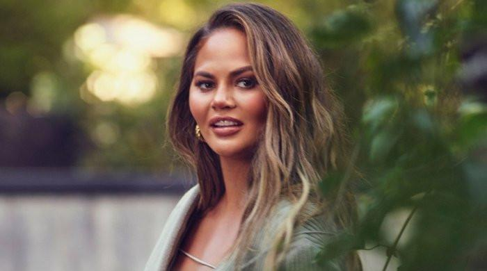 Chrissy Teigen issues apology for her past bullying scandals