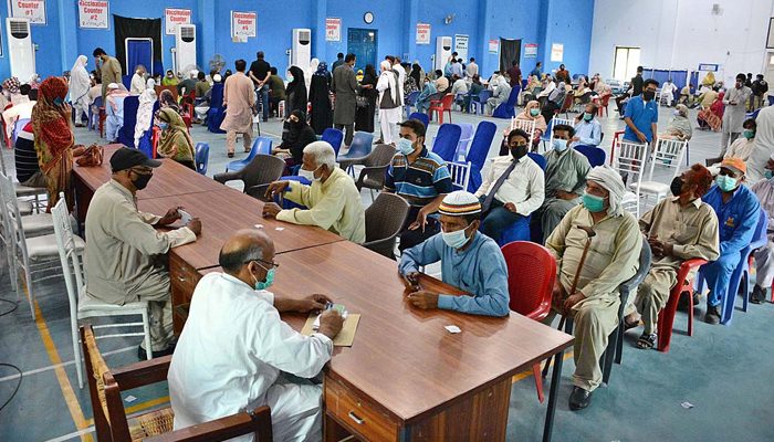 Senior citizens getting themselves registered to receive the coronavirus jab at a vaccination centre in Faisalabad, on June 1, 2021. — APP/File