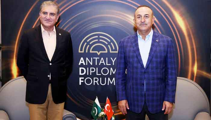 Minister for Foreign Affairs Shah Mahmood Qureshi with Turkish counterpart Mevlüt Çavusoglu, in Antalya, on June 20, 2021. — PID