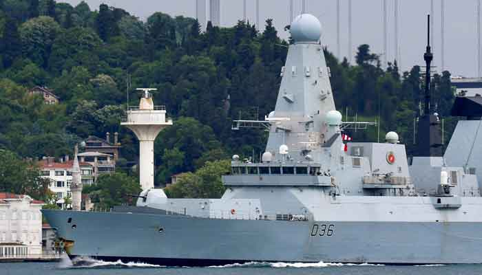 British Royal Navys Type 45 destroyer HMS Defender sets sail in the Bosphorus, on its way to the Black Sea, in Istanbul, Turkey June 14, 2021. Picture taken June 14, 2021. Photo: Reuters