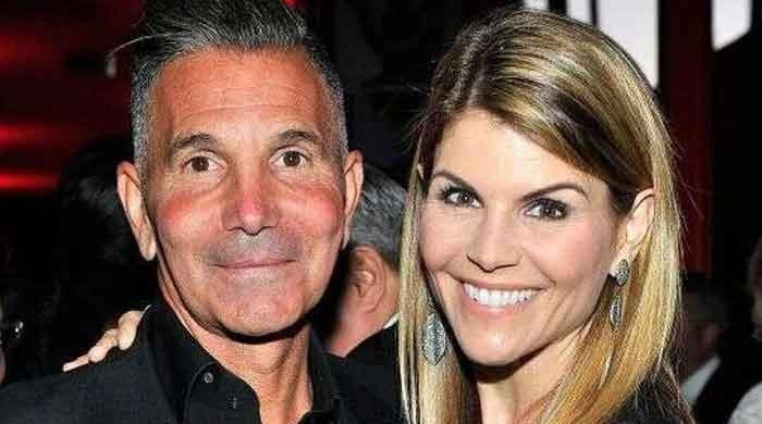 Lori Loughlin, Mossimo Giannulli jet off to Mexico after newfound freedom