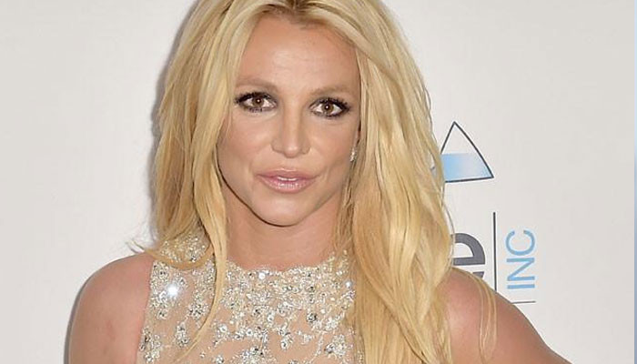 Britney Spears bashes managers: 'They don't even see me'