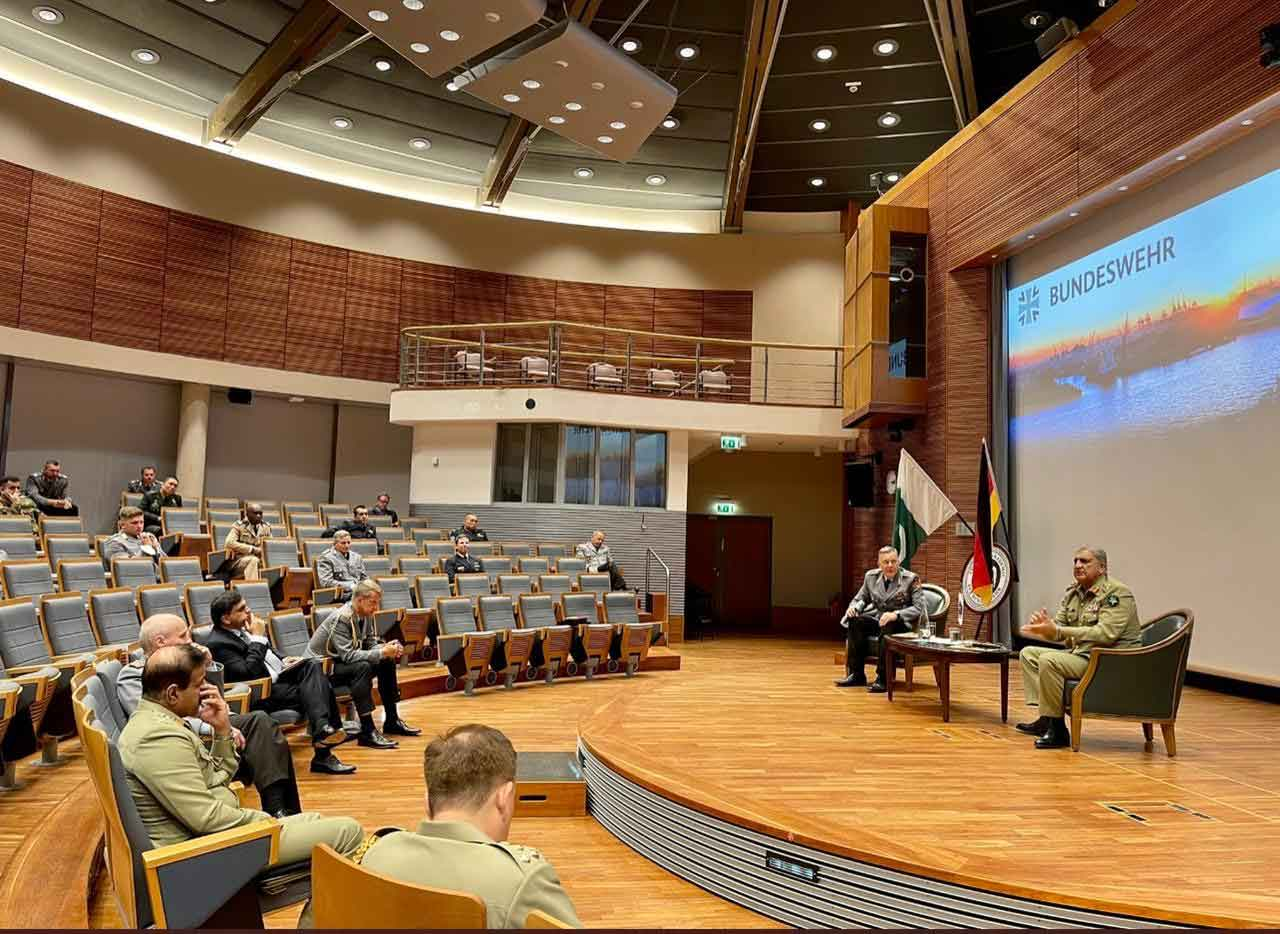 Chief of Army Staff Gen Qamar Javed Bajwa (R) delivering an address at the Command & Staff College, in Germany, on June 24, 2021. — ISPR