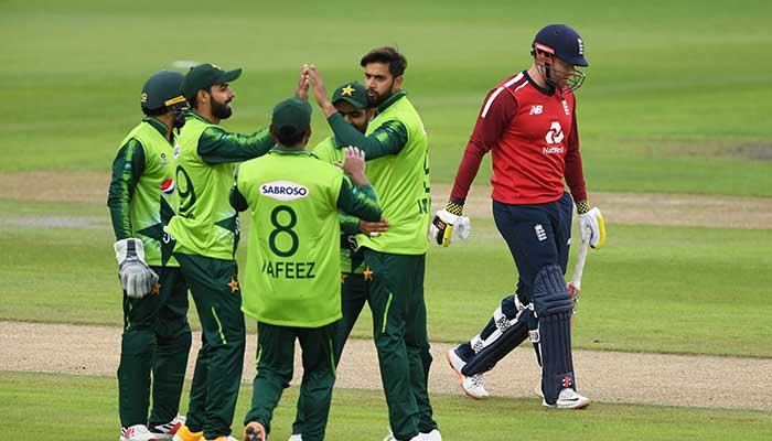 Pakistan players celebrate after dismissing an English batsman. Photo: Files/PCB