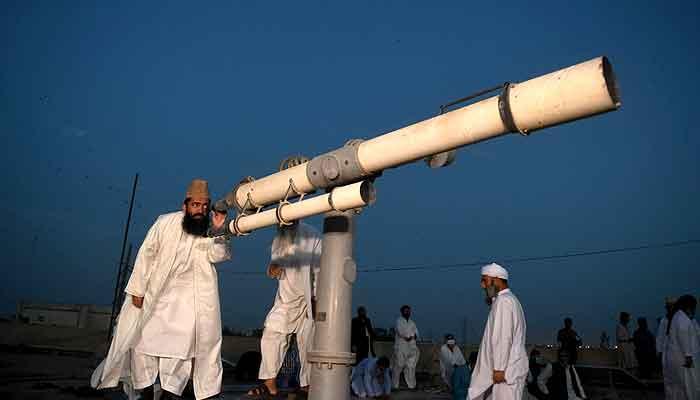 Chairman Central Ruet-e-Hilal Committee Moulana Abdul Khabir Azad watching moon. File photo.