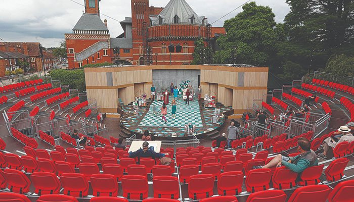 Britains Shakespeare Company resumes stage performances after 18-month Covid break