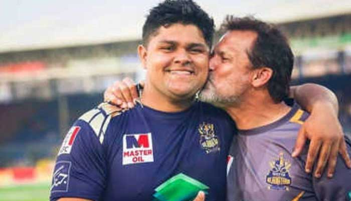 Azam Khan (L) with his father and former Pakistan cricketer Moin Khan (R).