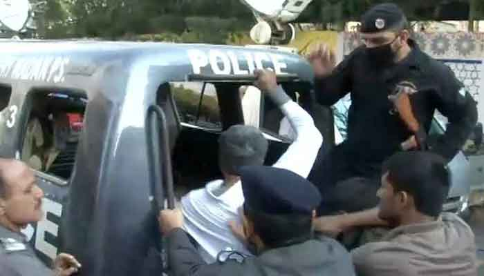 Sindh police can be seen arresting a man in this 2017 file photo. — Geo News