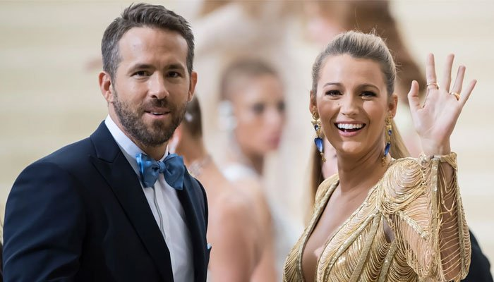 Ryan Reynolds spilled the beans about how pleaded with Blake Lively to go out with him