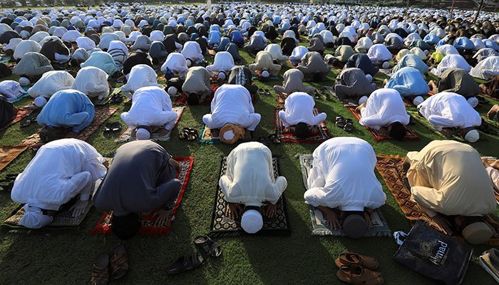Pakistani Muslims attend Eid al-Fitr prayers to mark the end of the holy fasting month of Ramadan, amid the coronavirus disease (COVID-19) outbreak in Peshawar, Pakistan May 24, 2020. — Reuters/File