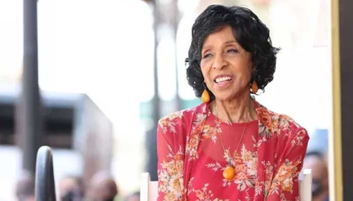 Marla Gibbs struggles with heat during Hollywood Walk of Fame ceremony