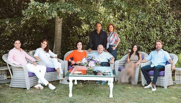 Engin Altan Duzyatan's family photos from Eid holidays win hearts