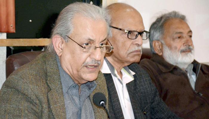 PPP Senator and former Senate Chairman, Mian Raza Rabbani addressing a press conference at Karachi press club, on Saturday, January 23, 2021. — PPI/File
