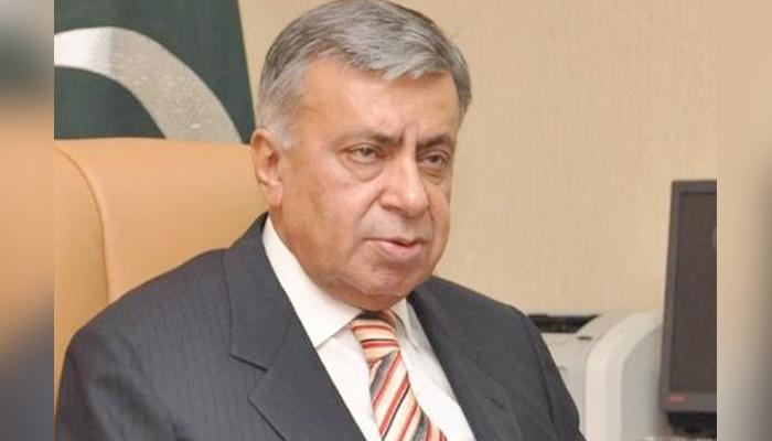 Veteran journalist and caretaker federal minister for information and postal service Arif Nizami. — Twitter/File
