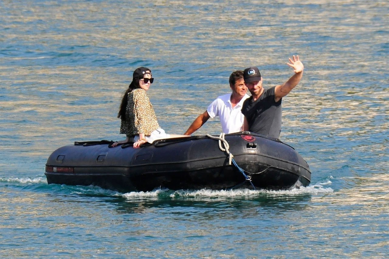 Dakota Johnson, Chris Martin caught vessel  riding successful  Spain