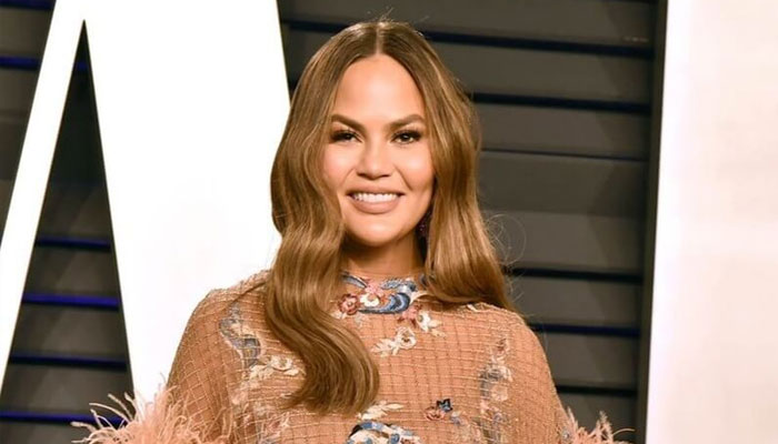 Chrissy Teigen fawns implicit    'piles and piles' of condolence letters for babe  Jack