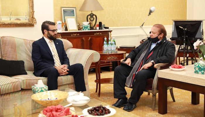 Afghanistan National Security Adviser Hamdullah Mohib (left) in a meeting with former Pakistan prime minister Nawaz Sharif in London. Photo: NSC Afghanistan/ Twitter