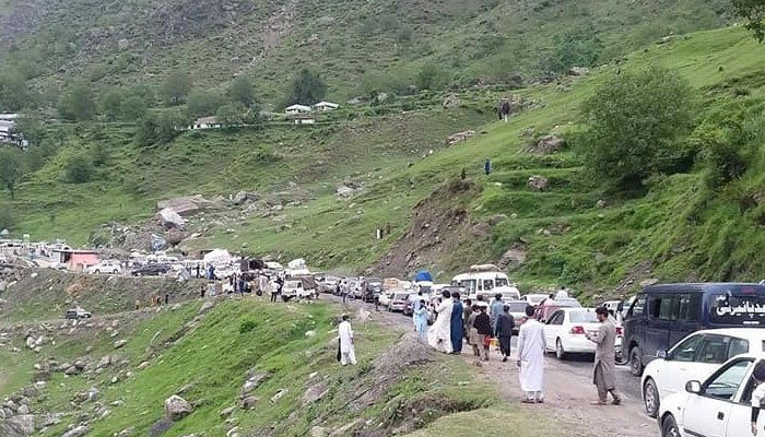 Tourists have thronged Kaghan valley in record numbers on this Eidul Azha, with vehicles chocking the roads and accusing massive traffic jams.