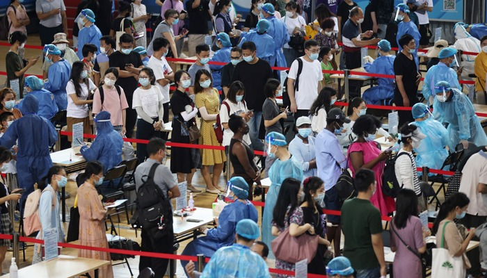 People line up for nucleic acid testing at a sports centre in Gulou district, during a citywide mass testing following new cases of the coronavirus disease (COVID-19) in Nanjing, Jiangsu province, China July 22, 2021. Photo: cnsphoto via Reuters