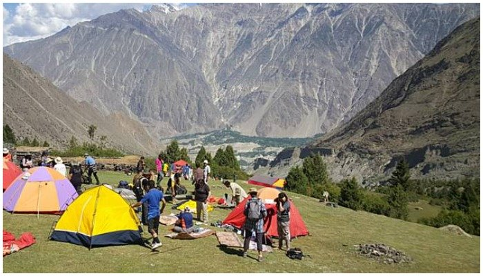 Photo of people camping in the mountains — APP.
