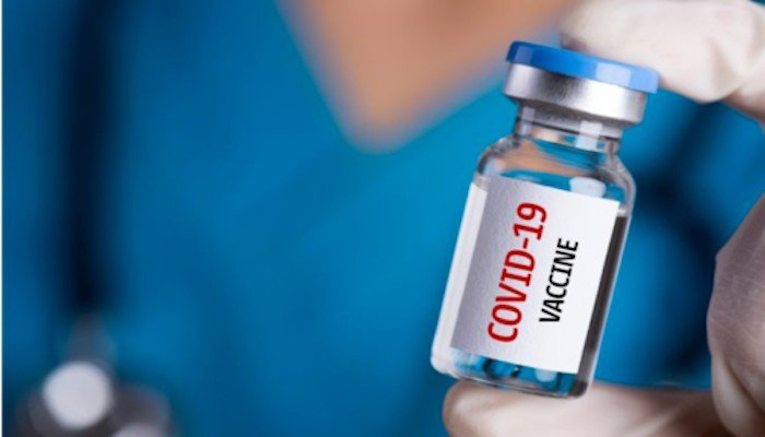 A person holding a vial of COVID-19 vaccine. Photo: AFP.