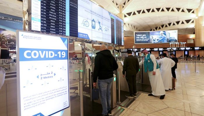 Saudi nationals scan their documents at a digital-Immigration gate at the King Khalid International Airport, after Saudi authorities lifted the travel ban on its citizens after fourteen months due to coronavirus disease (COVID-19) restrictions, in Riyadh, Saudi Arabia, May 16, 2021. Photo: Reuters