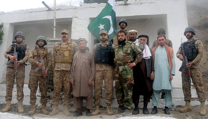Pakistan Army handing over five Afghan soldiers to their countrys government, on July 28, 2021. — INP