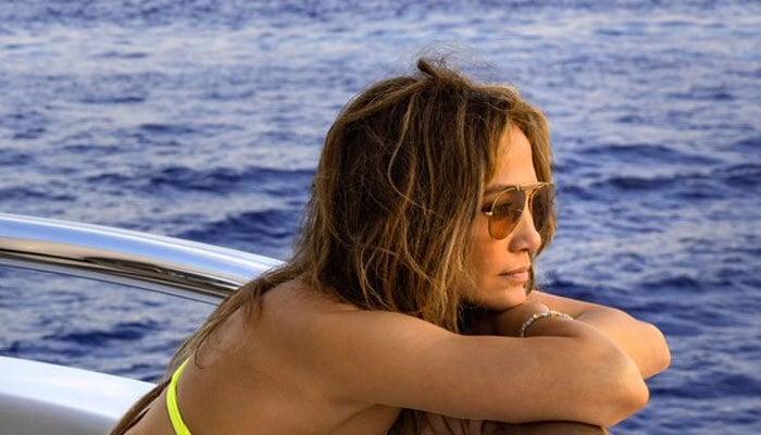 Jennifer Lopez turns up the heat in skimpy yellow attire