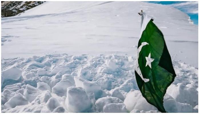 Pakistani flag that marks Ali Sadparas place of burial on K2. Screengrab from Elia Saikalys Instagram post