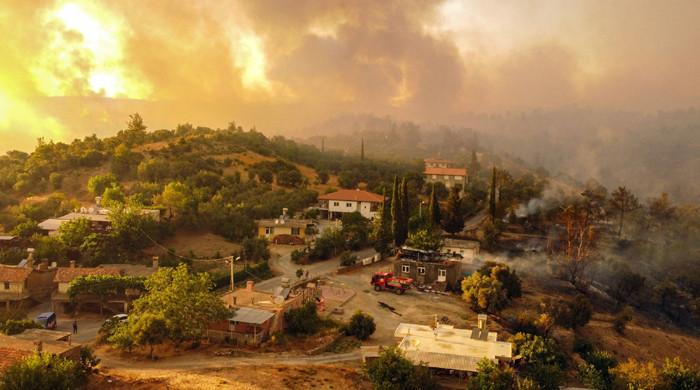 Four days on, Turkey continues to battle forest fires