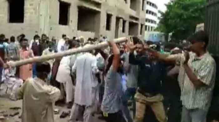 Bedlam at vaccination centre in Karachi's Lyari as visitors, police clash