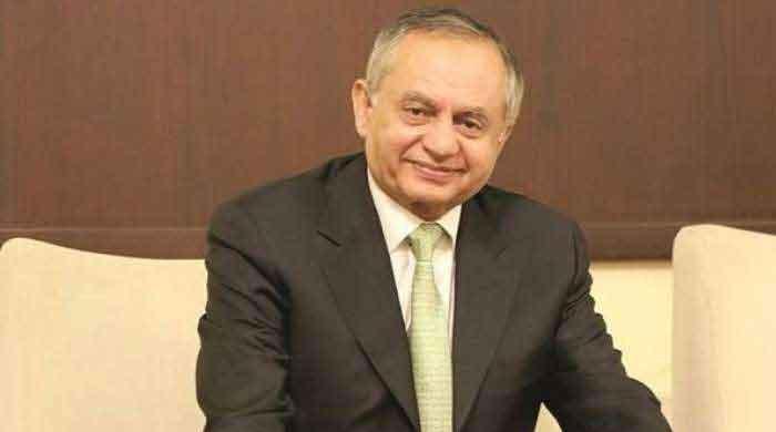 Pakistan to export mobile phones in 2022: Razak Dawood