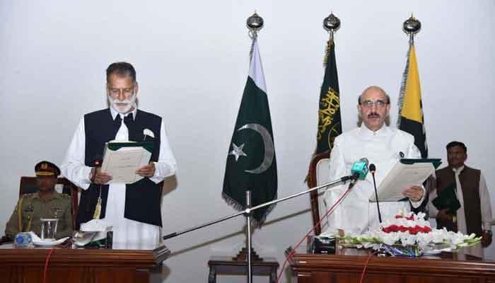 Sardar Abdul Qayyum Niazi while taking oath of office as the next prime minister of Azad Jammu and Kashmir. — Twitter/PTI Azad Kashmir