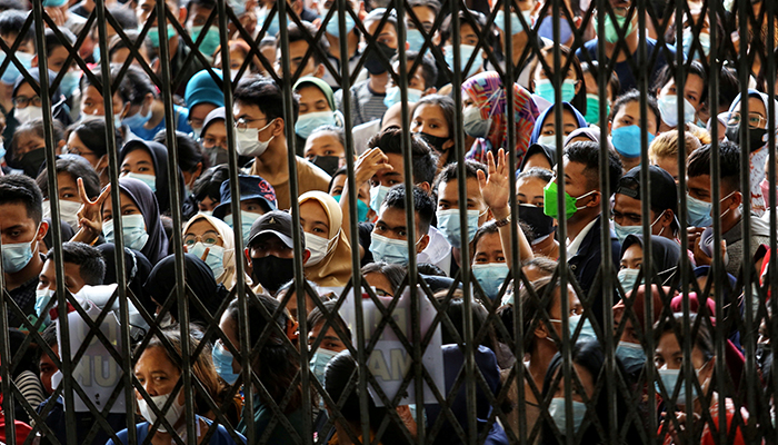 People wearing protective face masks stand in line wait to receiving a dose of the vaccine against the coronavirus disease (COVID-19), during a vaccination program at the provincial government building in Medan, North Sumatra province, Indonesia August 3, 2021. — Reuters/File