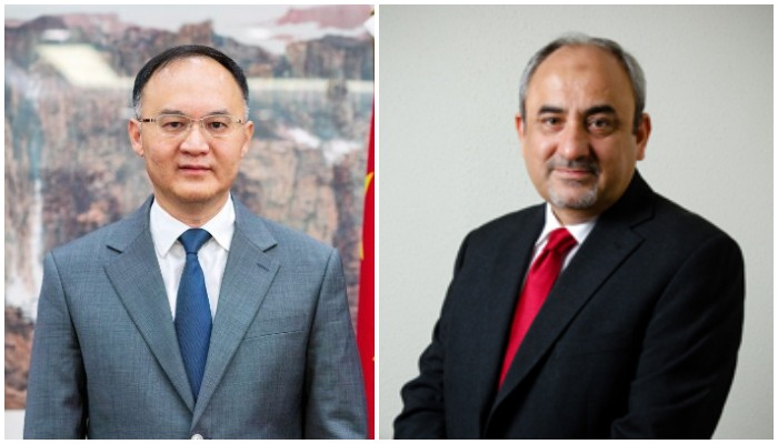 Chinese Ambassador to Pakistan Noon Rong (L) and newly appointed CPEC Authority Chief Khalid Mansoor (R)